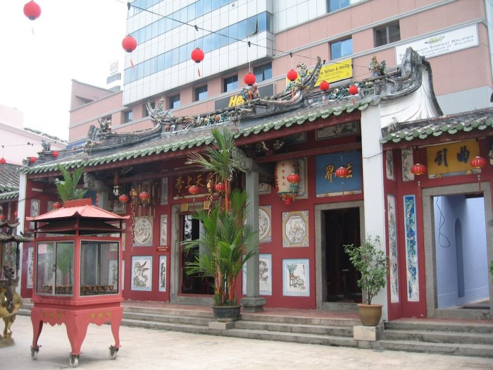 Johor Bahru Old Chinese Temple by Terence Ong via Wikipedia CC