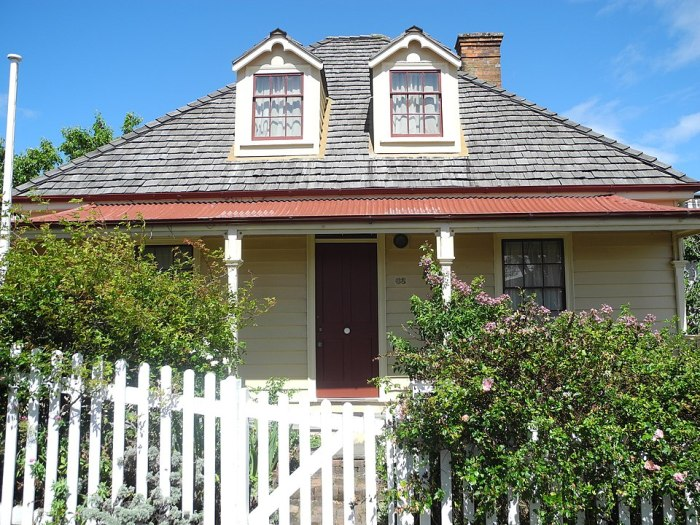 Nairn Street Cottage by Museums Wellington via Wikipedia CC