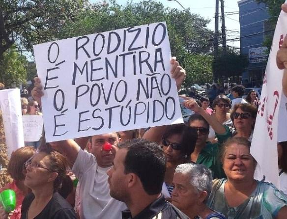 """Primeiras manifestações ocorreram segunda-feira 22/9), em Itu. Agora, sem-teto afirmam: cortes de abastecimento decididos pelo governo atingem periferia e poupam bairros """"nobres"""""""