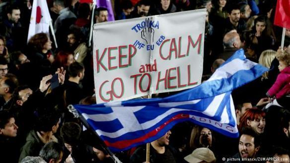 """Manifestação em Atenas contra a """"troika"""". Inspirada no antigo regime soviético, denominação é apelido dado à triade formada por União Europeia, Banco Central Europeu e Comissão Europeia para impor ao Velho Continente políticas de """"austeridade"""""""