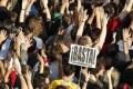 Primavera espanhola expande-se, toma praças em mais de 200 cidades, desafia ordem judicial e identifica com mais clareza seus adversários