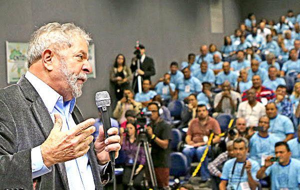 Lula: mídia foi o principal obstáculo aos programas sociais