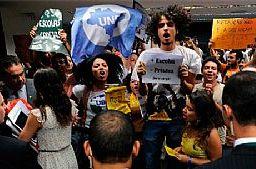 UNE protesta contra cortes na educação