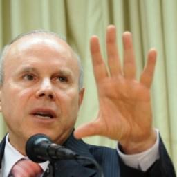 Guido Mantega: intolerâncias fascistas