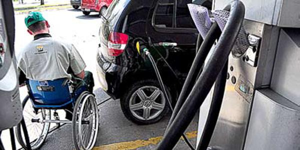 """Segunda edição do """"Dia D"""" garante empregos para trabalhadores com deficiência"""