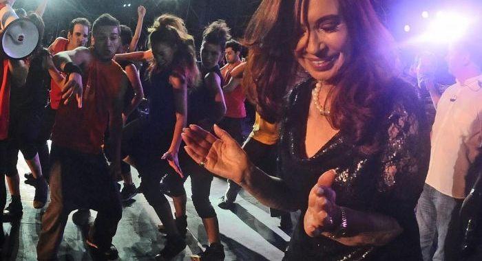 Dança de Cristina Kirchner causa sensação na internet