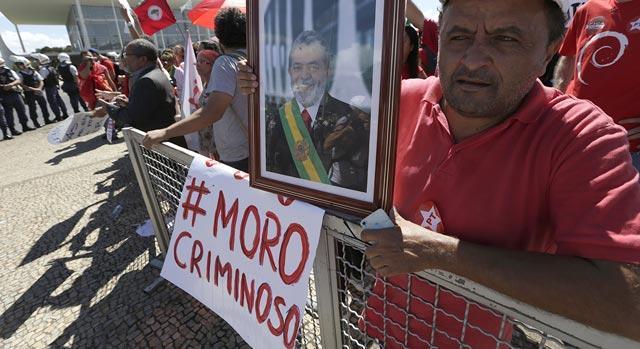 As manifestações pró-democracia e o programa do golpe