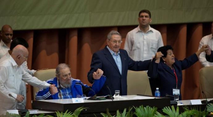 Fidel Castro participa do encerramento do Congresso do Partido Comunista de Cuba