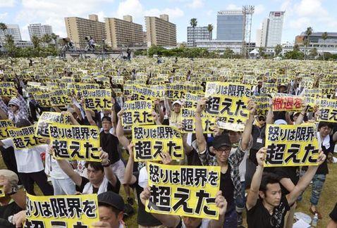 Gigantesca manifestação japonesa contra bases americanas em Okinawa