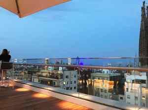 Iluminación terraza hotel