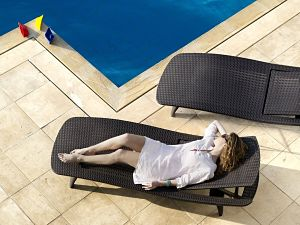 Keter Pacific Adjustable Outdoor Patio Chaise Lounge Whiskey Brown