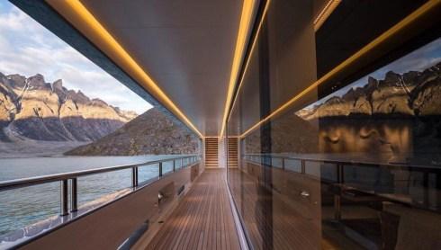 Heli-skiing super yacht