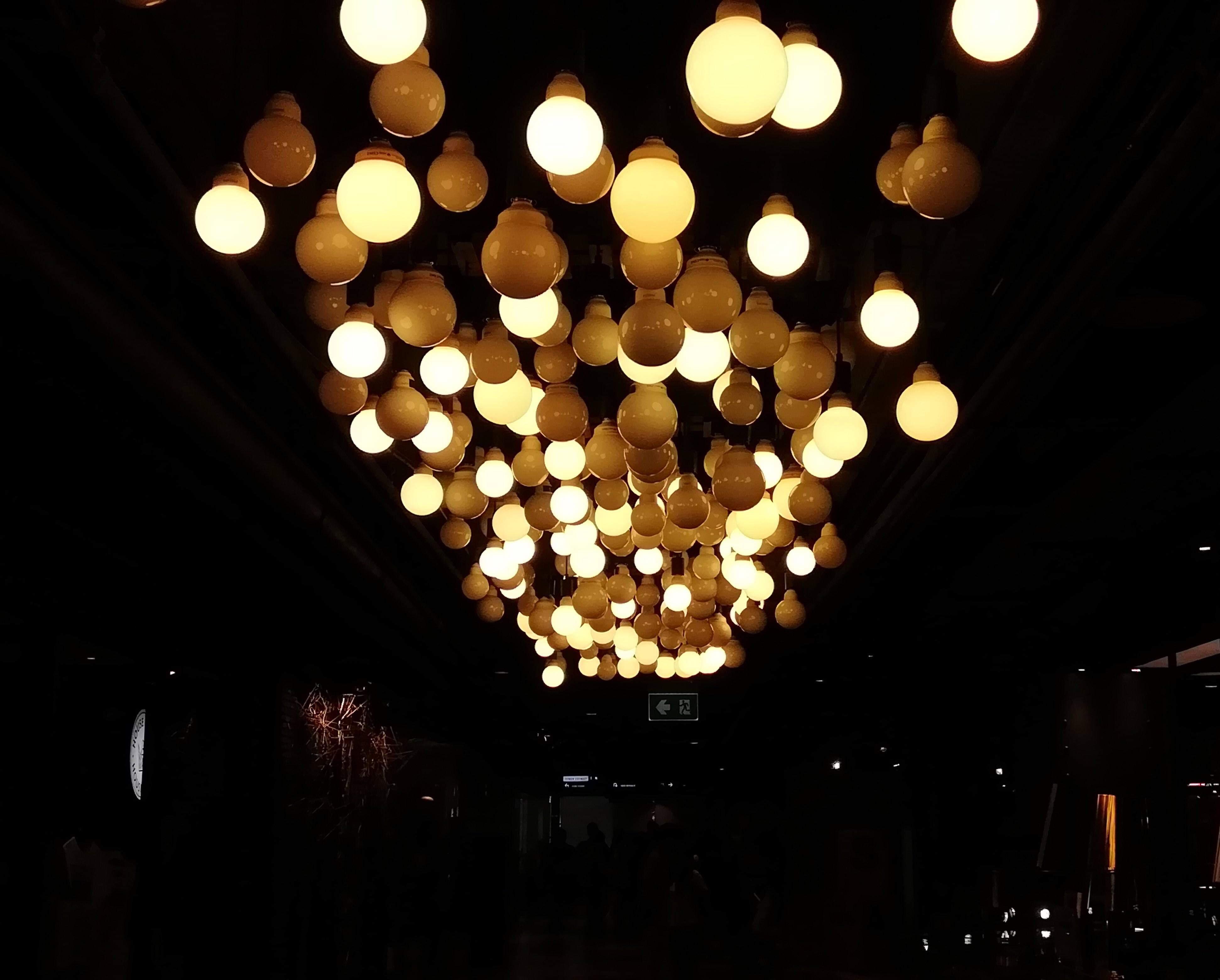 STARRY CEILING OF LIGHT BULBS 💡✨🌌 ( เพดานที่ระยิบระยับด้วยหลอดไฟ 💡✨🌌 )