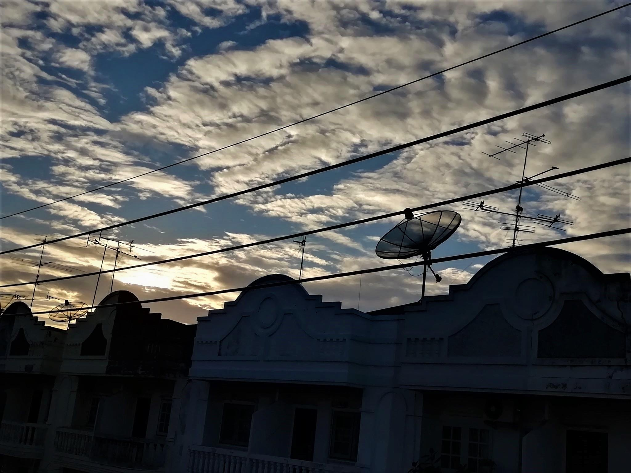 SUNSET ON TOWNHOUSES ⛅️🌥🌇🌆 ( พระอาทิตย์ลับขอบตึกแถว ⛅️🌥🌇🌆 )