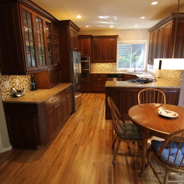 Regal Peninsula Kitchen