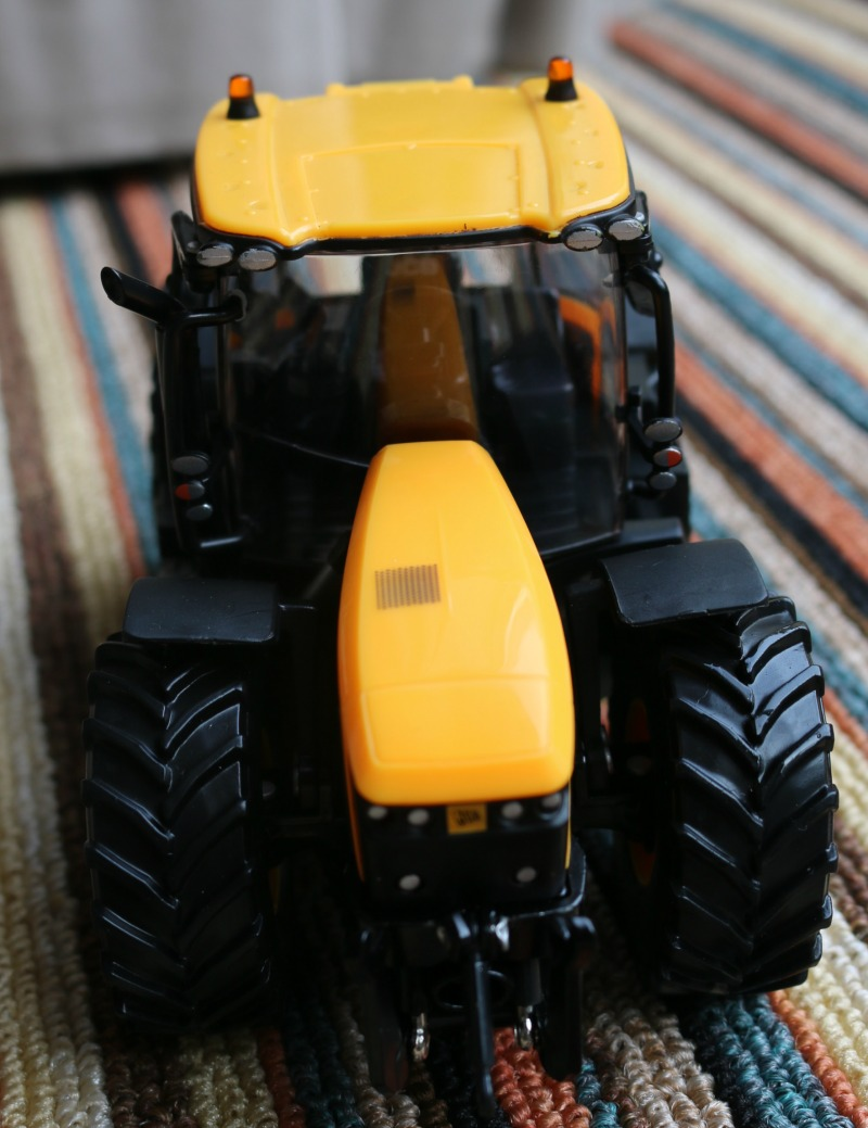Win A JCB FastTrac 4220 with TOMY and Britains