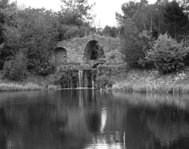 Running water by the Arch in Black and White