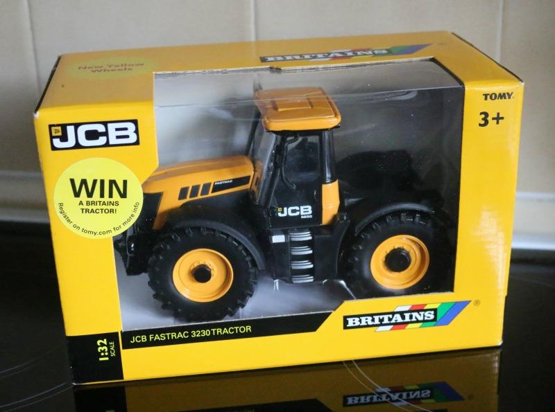 Britains JCB Fastrac 3230 Tractor