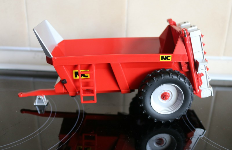 Britains NC Rear Discharge Manure Spreader