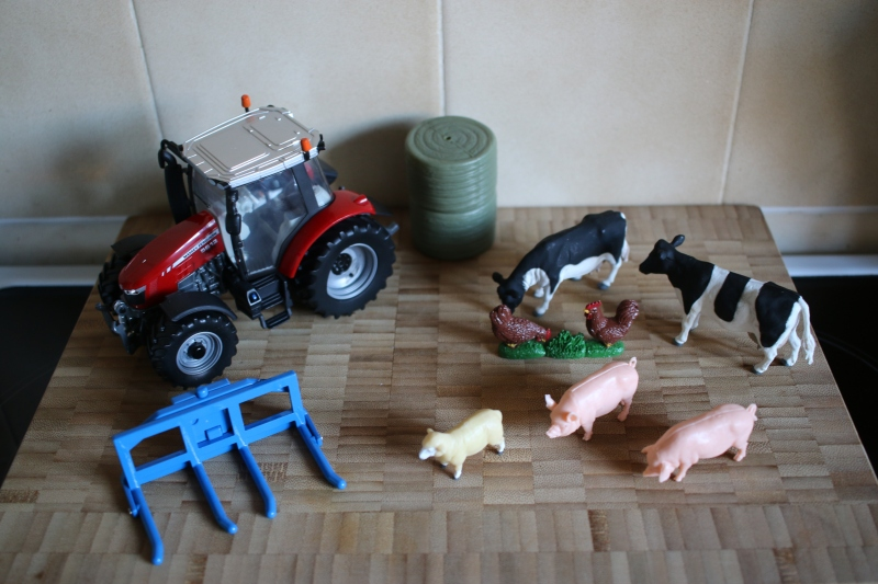 Massey Ferguson 5612 Tractor Play Set