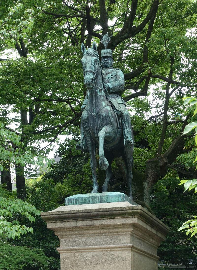 有栖川宮熾仁親王の騎馬像