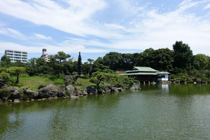 清澄庭園 松島と奥の涼亭