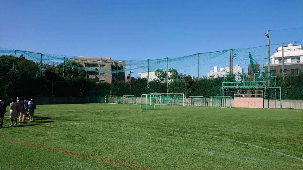 開成高校 説明会 人工芝のグラウンド