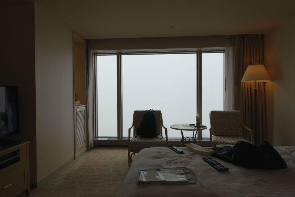 ウィンザーホテル洞爺 カジュアル ツイン部屋 洞爺湖がみえるはずだった窓2