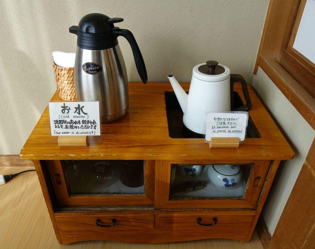 小樽 宏楽園 客室 ポットやお水 お茶碗等