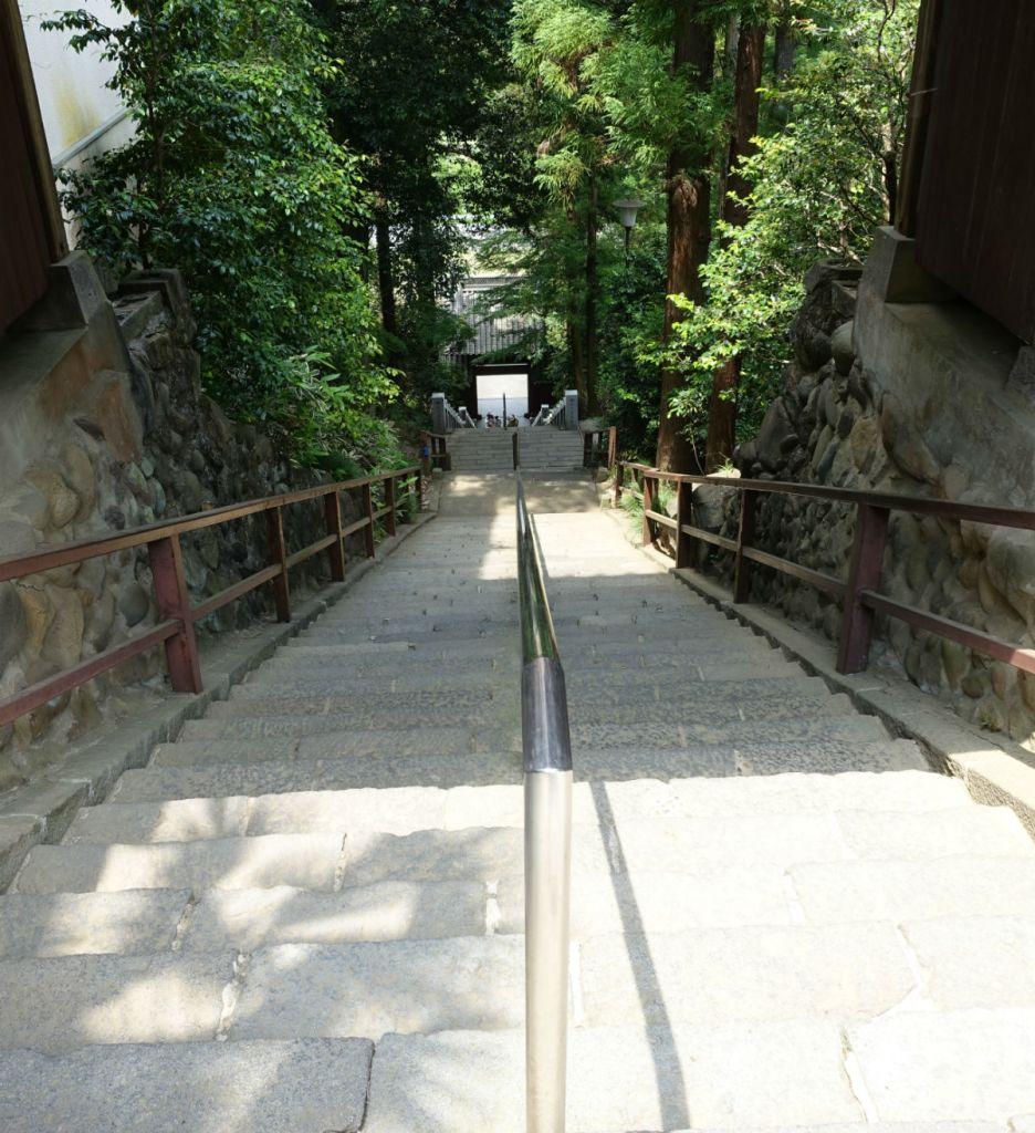 群馬高崎少林山達磨寺 招福の鐘付近から総門を見下ろす 遠い