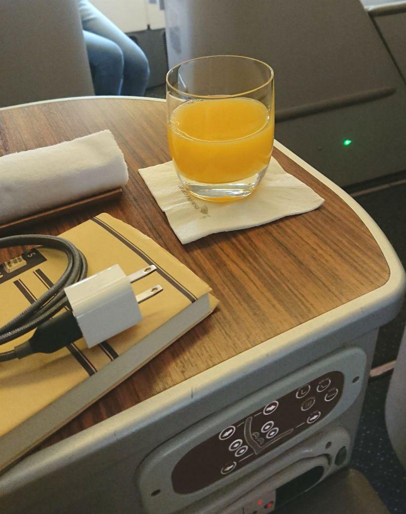ガルーダインドネシア航空 GA880 881 ボーイング777-300ER ビジネスクラス アームレスト上の 小テーブル