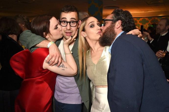 Lena-Dunham-kissed-boyfriend-Jack-Antonoff-while-Jemima-Kirke