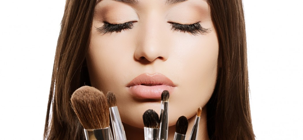 Washing-Makeup-Brushes-1728x800_c