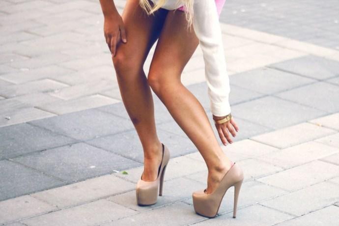 adaymag-24-struggles-woman-wear-high-heels-04