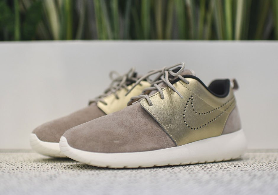 nike-wmns-roshe-one-metallic-gold-01