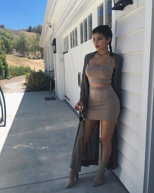 kylie-jenner-affordable-outfit-4