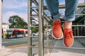走起來,像漫步雲端!最輕量的針織鞋,讓你走在久都不累