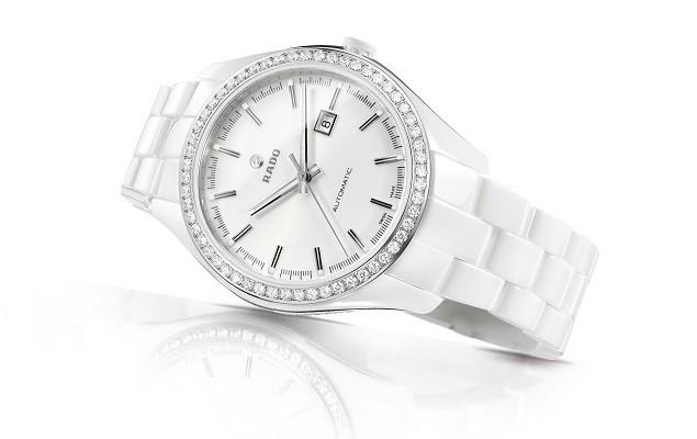 劉若英記者會佩戴錶款_雷達表皓星系列(HyperChrome) Glam Slam系列高科技陶瓷自動珠寶錶 R32483012 建議售價NTD 351,400_側面照