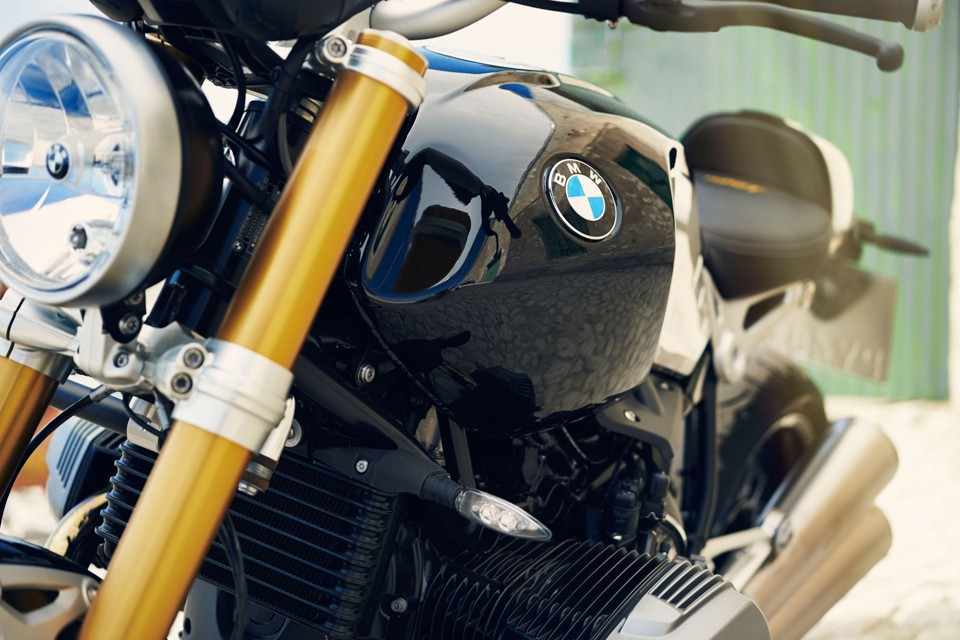 BMW-R-nineT-90th-Anniversary-Motorcycle-05