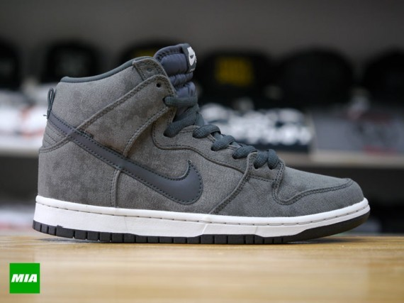 Nike-SB-Dunk-High-Stained Canvas-1