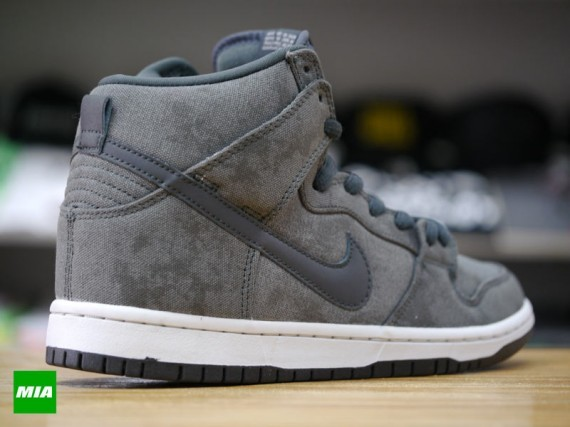 Nike-SB-Dunk-High-Stained Canvas-2