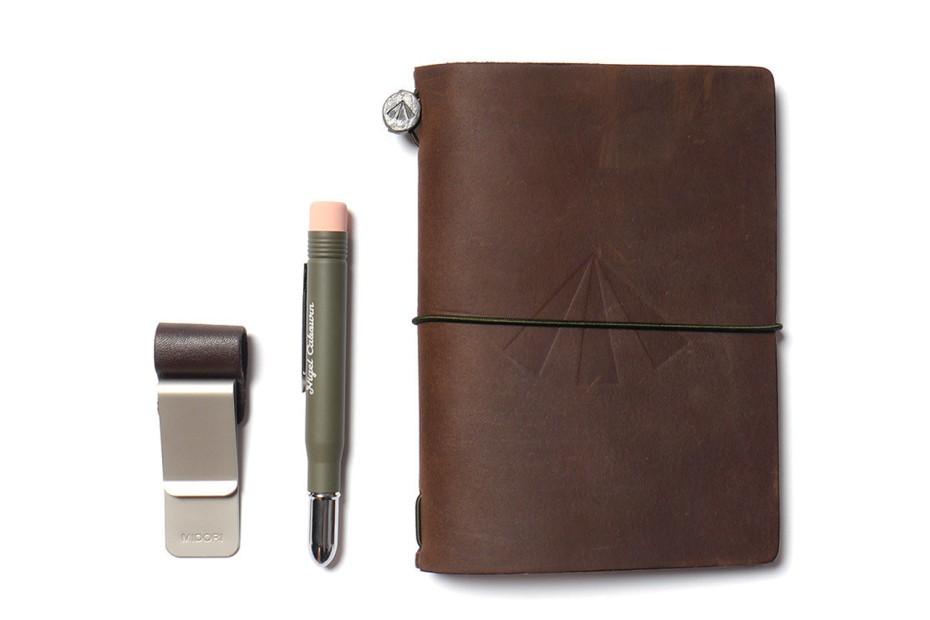 nigel-cabourn-x-midori-army-edition-travelers-notebook-4