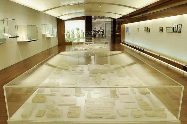 daniel-arsham-yesterdaysfutures-exhibition-espace-louis-vuitton-3_