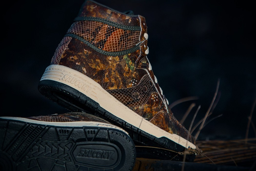 packer-shoes-x-saucony-2013-holiday-woodland-snake-hangtime-5