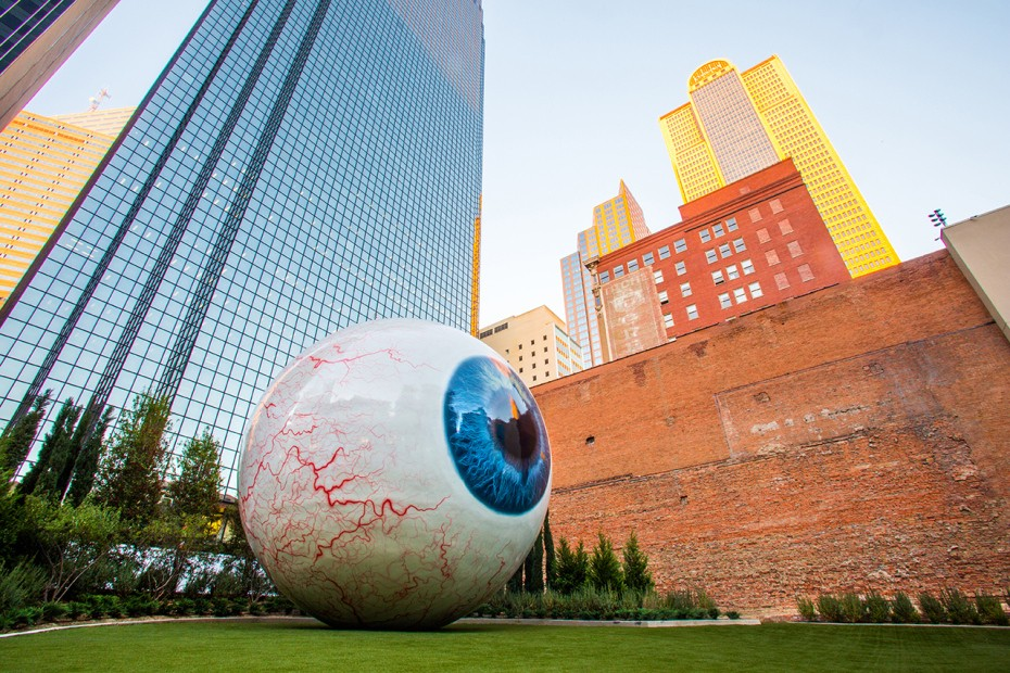tony-tassell-eye-sculpture-the-joule-dallas-2