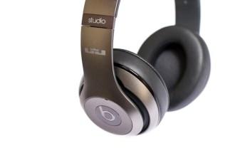 unknwn-x-beats-by-dre-lebron-autographed-studio-headphones-001
