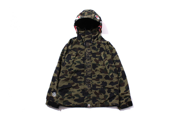 a-bathing-ape-1st-camo-shark-snow-board-jacket-001