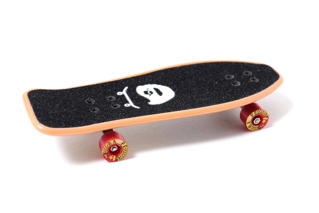 a-skating-ape-special-novelty-fingerboard-2