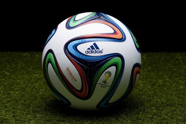 adidas於里約熱內盧著名的拉赫公園(Parque Lage)以極為壯觀的3D燈光投影,正式揭幕2017巴西世界盃比賽指定用球 – Brazuca_
