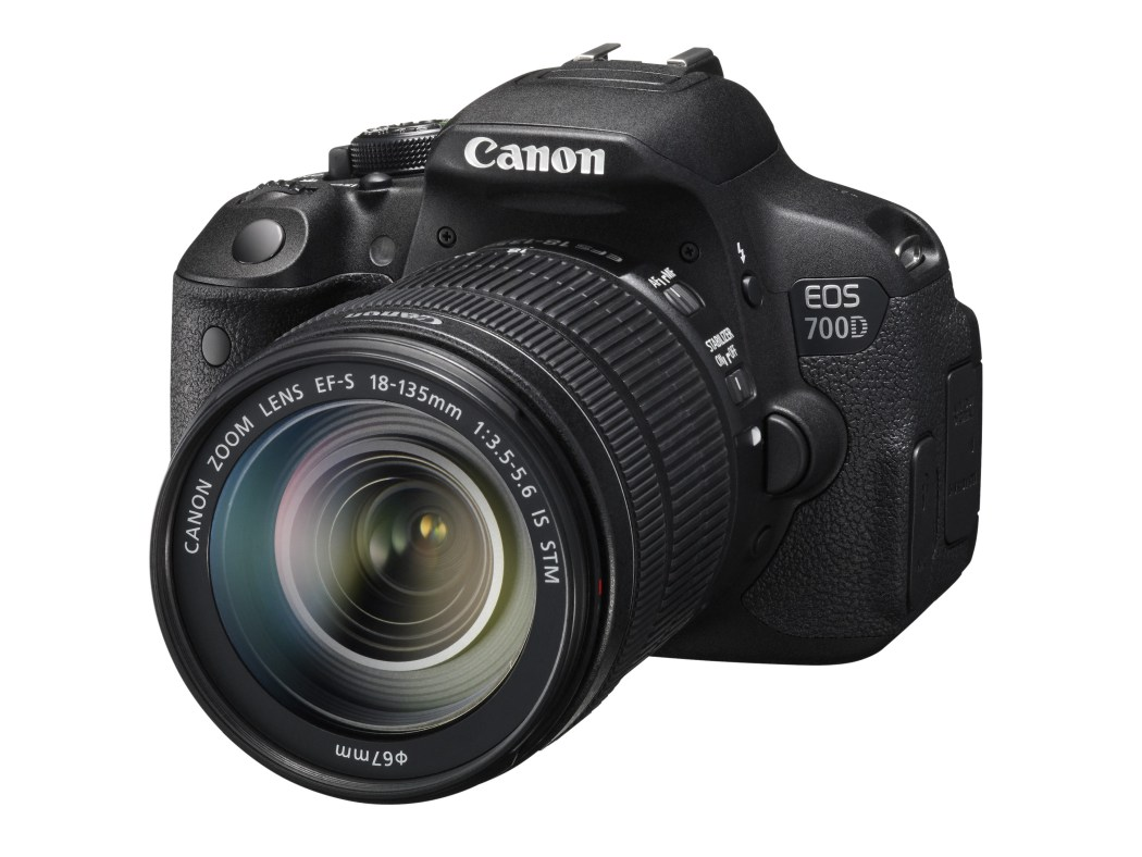 (圖說二) Canon EOS 700D 旅遊鏡組最高降價2,000元。具備即時預覽創意濾鏡功能,可先模擬拍攝畫面,讓玩家輕鬆拍出創意相片。